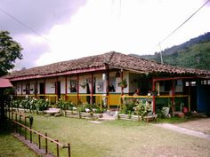 Finca en Pereira #colombia Largest Countries, Countries Of The World, Colombia South America, Spanish Speaking Countries, How To Speak Spanish, Beach Fun, Places To Travel, Places Ive Been, Cool Pictures