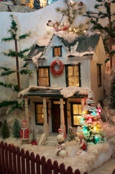 Vintage Christmas cigar box doll house with german cotton Heubach figures. Arms Museum, Youngstown Ohio