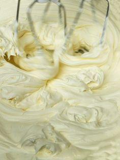 Domowy ser mascarpone Mellow Yellow, Pastel Yellow, Homemade Frosting, Sweet Sauce, Lemon Cream, Polish Recipes, Icing Recipe, Vanilla Buttercream, Light Peach