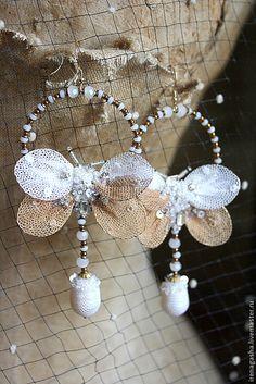 Купить Серьги A15004 - бежевый, белый, золотой, серьги, бабочки, ручная вышивка, авторские украшения