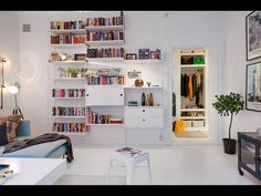 Vardagsrum - stringhylla - färger - förvaring