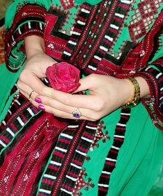Balochi Girls, Girls Dpz, Cute Girls, Mom And Dad Quotes, Balochi Dress, Asian Bridal Dresses, Blog Pictures, Mehndi Photo, Photography Poses Women