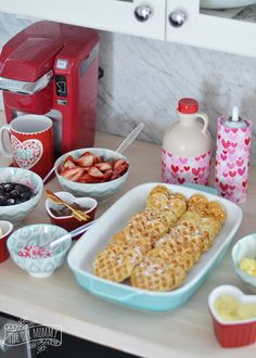 Heart shaped pancakes, waffles, pastries, and more for a list of SWEET Valentine's Day breakfast ideas. Quick and easy recipes for your sweetheart! Valentines Breakfast, Valentines Day Dinner, Valentines Day Treats, Valentine Party, Valentine Food Ideas, Kids Valentines, Waffle Bar, Waffle Toppings, Waffle Recipes