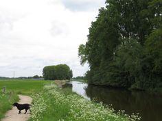 2014-05-04 De Berkel naast de ophaalbrug bij Velhorst