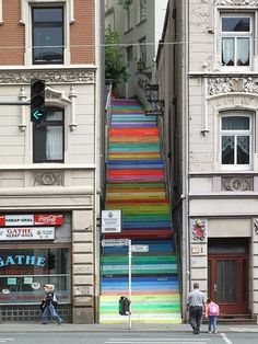 such an inspired way to inject a bit of dramatic colour into an otherwise drab urban environment... go Deutschland!