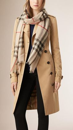 Stone check Lightweight Check Wool and Silk Scarf - Image 2 Black Coat Outfit, Trench Coat Outfit, Burberry Scarf Outfit, Winter Coat Outfits, Winter Clothes, Checked Scarf, Designer Scarves, Elegant Outfit, Indian Designer Wear