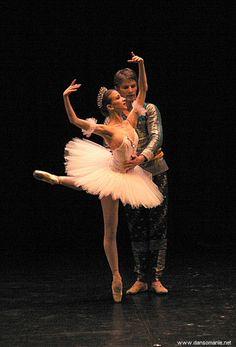 Karl Paquette & Myriam Ould-Braham, La Bayadère, chor. R. Noureyev, Jeunes solistes de l'Opéra de Paris à Montrouge, 25/03/06. via www.dansomanie.net