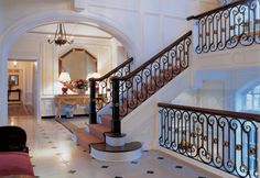 Foyer - Long Island Retreat - Bunny Williams like the stair railing without the gold