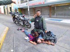 La miseria humana uniformada. No merecen ni perdón de Dios. pic.twitter.com/41n7vG79qD GNB ustedes están quedando como las propias escorias!