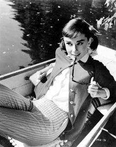 """Audrey Hepburn in Billy Wilder's film, """"Love in the Afternoon,"""" 1957 Audrey Hepburn Outfit, Audrey Hepburn Born, Katharine Hepburn, Hollywood Glamour, Old Hollywood, Classic Hollywood, Robert Wolders, Look Fashion, Autumn Fashion"""