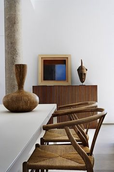 "Hans J. Wegner ""Whisbone""-chairs. Los Penascales Houses // ÁBATON Arquitectura 