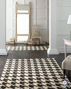 Houndstooth rug! If only it were black & white, not brown & white...