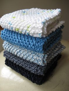 Simple knitted tea towel - Hello Handmade by AnnyMay Knitting is a method by which Dishcloth Knitting Patterns, Knit Dishcloth, Knit Patterns, Free Knitting, Drops Design, Knitted Washcloths, Big Knit Blanket, Easy Knitting Projects, Yarn Ball
