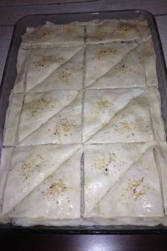 Ramazanda iftar davetlerinde mutlaka börek yaparız. Aşağıda tarifini vereceğim börek hem yapımının kolay olması hem de lezzeti açısından siz...