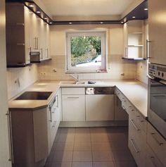 kleines-wohnzimmer mit offener küche holz creme kombination