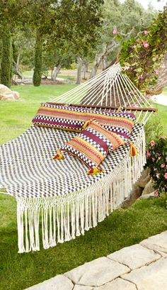 23 Clever DIY Christmas Decoration Ideas By Crafty Panda Hammock Swing Chair, Swinging Chair, Garden Hammock, Outdoor Hammock, Swing Chairs, Room Chairs, Outdoor Spaces, Outdoor Living, Outdoor Decor