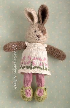 one strand of Rowan Kidsilk haze kid mohair, silk) interwoven with one of Blue Sky Alpacas Alpaca Silk yarn Alpaca, Silk). Knitted Stuffed Animals, Knitted Bunnies, Handmade Stuffed Animals, Knitted Animals, Knitted Dolls, Crochet Toys, Bunny Rabbits, Knitting Designs, Knitting Patterns