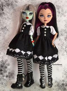 Vestido hecho a mano tipo lolita de lunares com muchos lacitos para muñeca monster high de RopitasKawaii en Etsy