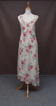 This is a really pretty dress from Liz Jordan which comes in a size 14 in excellent condition, showing no sign of wear that I can find.   The dress is lined, with the outer layer being a polyester/chiffon which appears to be cut on the bias for added give.   The measurements are: bust: 100cm, waist: 96cm, hip: 122cm, length: 132cm.   A feminine dress that will never go out of fashion!   Please have a look through my shop while you're here. You are always most welcome in Kathryn's...