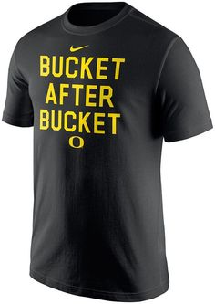 Dressing like a winner is a swoosh with this men s Nike Oregon Ducks tee.  PRODUCT 17f359404