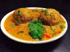 Gulab Jamun waise toh ek famous sweetdish hai par iska ek roop ye bhi hai 😀😀😀 Gulab Jamun ki sabji ek Rajasthani dish hai jo gulab jamun ko chashni may dip na karke rich creamy gravy may dip karke … Gulab Jamun, Gravy, Thai Red Curry, Dips, Snacks, Cooking, Beverage, Ethnic Recipes, Indian