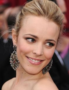 Rachel McAdams in natural multicolour diamond earrings by Lorraine Schwartz     Diamond Information Center photo