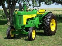 John Deere two cylinder model 730 diesel standard. John Deere Equipment, Old Farm Equipment, Heavy Equipment, Old John Deere Tractors, Jd Tractors, Small Tractors, Case Tractors, Antique Tractors, Vintage Tractors