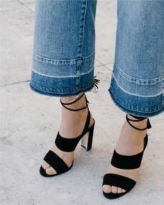 6509a8e9720 Madewell Octavia Tassel Sandal in true black.  wellheeled Fall Flats