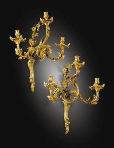 RARE PAIRE DE GRANDES APPLIQUES AUX LYS ET TOURNESOL EN BRONZE DORÉ D'ÉPOQUE LOUIS XV, VERS 1752-1753, PROVENANT DE LA DUCHESSE DE PARME AU CHÂTEAU DE COLORNO Antique Lamps, Antique Lighting, Baroque, Gypsum Decoration, Applique, Bronze Chandelier, Rococo Style, Porcelain Jewelry, Objet D'art