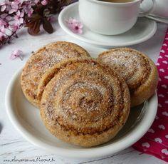 Az áfonya mámora: Rumos diós csiga French Toast, Muffin, Sweets, Breakfast, Recipes, Food, Morning Coffee, Gummi Candy, Candy