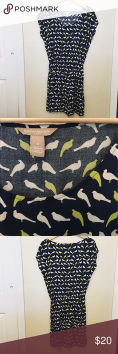 Banana Republic Bird  Dress Adorable Banana Republic bird dress. Super great summer dress. Navy blue with white and green birds. Banana Republic Dresses