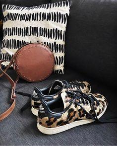 Cinderella Slipper, Fashion Shoes, Women's Fashion, Shoe Closet, Lust, Baskets, Dressing, Slippers, Michael Kors