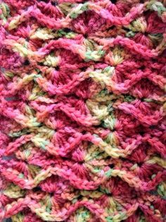 Bavarian Crochet in Rows ~ Free Pattern  Like this pattern, just not sure what to make it into..