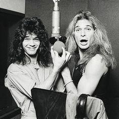 Eddie Van Halen and David Lee Roth Eddie Van Halen, Alex Van Halen, David Lee Roth, Indie Music, 80s Music, Music Pics, Rockn Roll, Gibson Les Paul, Rock Legends