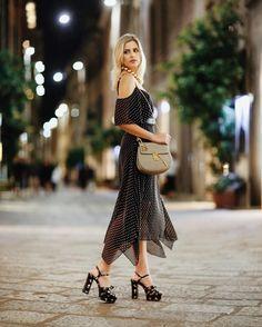 Noite em Milão com a linda e querida @stephaniezgarcia diretora criativa da brand desejo @olympiahoficial com duo Ditsy em body off shoulder e saia mídi  sandália floral @ysl. To inspire!  #FhitsMilao #FhitsTips #FhitsTrendAlert