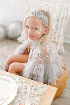 Girly, блестящая вечеринка NYE для детей с событиями Beijos на 100-литровом кекле