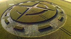 Crop Circle at Winterbourne Stoke Down, Nr Stonehenge, Wiltshire. Stonehenge, Ufo, Real Crop Circles, Ancient Discoveries, Epic Of Gilgamesh, Fields Of Gold, Still Picture, Mysterious Places, Signs