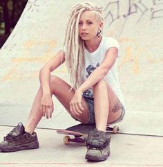 Dreads with an undercut...blondes with dreads. Le sigh. tblazes.