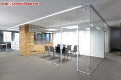 Ufficio Job Placement Bicocca : Use of sectioned frosted glass for privacy could be used for