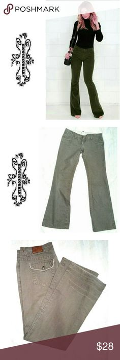 """ANTHROPOLOGIE """"IDRA"""" OLIVE BTCUT ANTHROPOLOGIE """"IDRA"""" OLIVE CO!OR BOOT CUT JEANS Very Soft Material and Easy Fit Pre-Loved / EUC / Pic for Similarity  *.  3 Front Frayed Jean Pockefs / 2 Back White Trimmed Button Pockets *.  100% Soft Cotton *.  Size 6 *.  Approx Meas; W 16"""" Inseam 32"""" Rise 7"""" Boot Meas 9"""" Anthropologie Pants Boot Cut & Flare"""