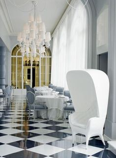 Showtime Poltrona by Jaime Hayon in the Restaurant of the Casino de Madrid, Spain. -Bd Barcelona Design-