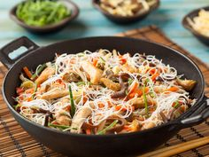 Thai Rice Noodles with Chili Paste (Serves Thai Rice Noodles, Japchae, Cravings, Chili, Spicy, Meals, Dishes, Cooking, Ethnic Recipes