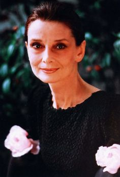 """The actress and Special Ambassador of UNICEF Audrey Hepburn photographed by Roddy McDowall for his book """"Double Exposure"""" in Beverly Hills, California (USA), on May Audrey was wearing: Audrey Hepburn Pictures, Audrey Hepburn Born, Audrey Hepburn Quotes, Old Hollywood Actresses, British Actresses, Classy Women, Classy Lady, My Fair Lady, Iconic Women"""
