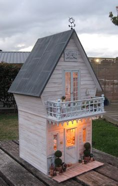 Shabby Dollhouse Cottage
