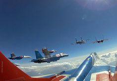 EQUIPO ACROBATICO RUSO - RUSSIAN KNIGTHS WITH  Sukhoi Su-27s