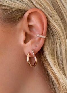 EAR PIECES Ear Jewelry, Beaded Jewelry, Jewelery, Fine Jewelry, Pretty Ear Piercings, Ear Peircings, Double Earrings, Golden Earrings, Jewelry Design