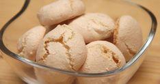 Mennyei Amaretti recept! Az olasz desszertek méltán világhírűek! Ez a kekszféleség nemcsak kávé mellé kiváló harapnivaló, de összemorzsolva sok más sütemény, torta ízletes alapja lehet. Meringue, Kaja, Macaron, Copycat Recipes, Christmas Baking, Oreo, Biscuits, Sweet Tooth, Bakery