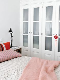 Room Closet, Wardrobe Closet, Closet Vanity, Easy Home Decor, Dream Decor, Cool Lighting, Shag Rug, Guest Room, Living Room Designs