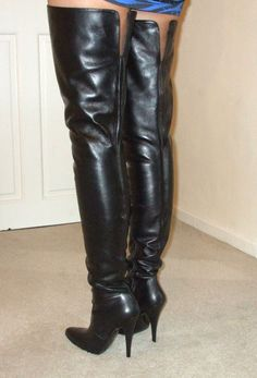 eBay Leather: A UK boot seller does well with high-end thigh boots for the holidays Thigh High Boots, High Heel Boots, Heeled Boots, High Heels, Sexy Boots, Tall Boots, Black Boots, Crotch Boots, Sexy Stiefel