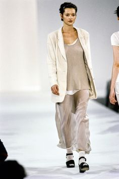 Calvin Klein Collection Spring 1994 Ready-to-Wear Fashion Show 90s Fashion, High Fashion, Fashion Show, Vintage Fashion, Womens Fashion, Fashion Design, Fasion, Vintage Style, Campaign Fashion